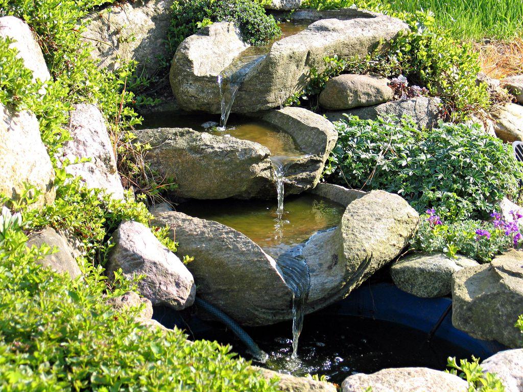 Fontaine cascade : critères de choix, avantages, prix - Ooreka