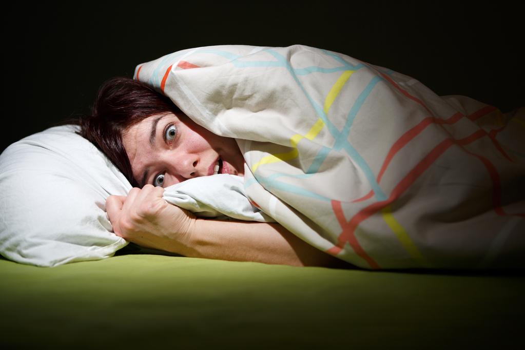 Hallucination nocturne caract ristiques et causes ooreka - Orientation du lit pour un bon sommeil ...