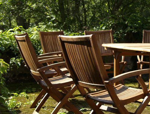 Chaise de jardin en bois : fabrication, entretien, prix - Ooreka