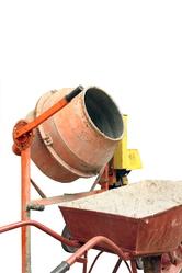 Betonniere brouette ciment fond blanc