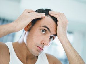 Chaque jour, nous perdons entre 50 et 100 cheveux.