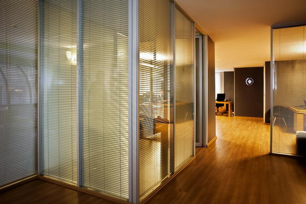 cloison vitr e de bureau types vitrage et installation ooreka. Black Bedroom Furniture Sets. Home Design Ideas
