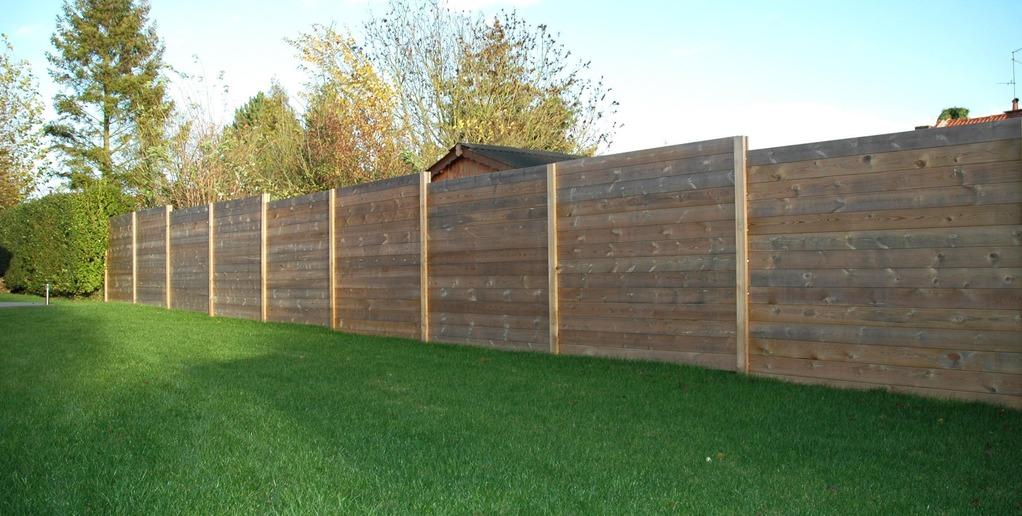palissade bois atouts et prix d 39 une palissade en bois ooreka. Black Bedroom Furniture Sets. Home Design Ideas