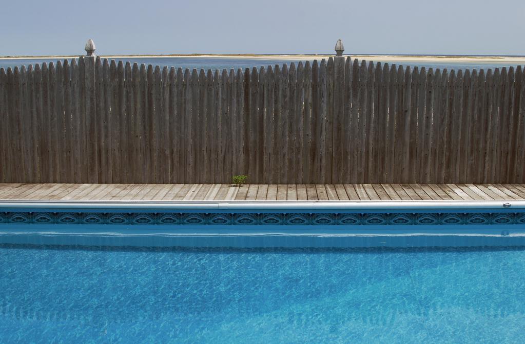 Quelle cl ture installer pour votre piscine for Cloture piscine