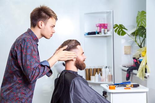Photo de coupes de cheveux pour bГ©bГ©s avec une raie rasГ©e