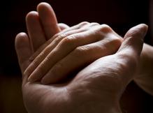 Deux mains fond noir
