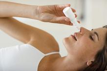 Femme spray nasal haut blanc