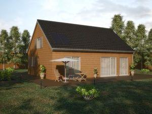 Construction d'une maison en bois à un étage avec panneaux solaires sur le toit et équipée d'une terrasse