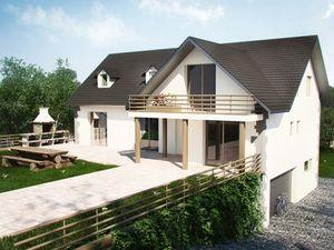 Maison à plusieurs étages en briques blanche avec toit en tuiles et balcon