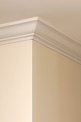 Le raffinement d'une décoration intérieure peut s'exprimer jusque dans l'ornement des plafonds : des décorations de plafond de toutes formes, des réalisations créatives, des courbes modernes ou ciselées et baroques.