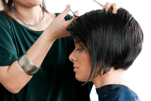 Coupe de cheveux court femme asymetrique