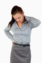 Femme fatiguée et courbatures