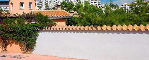 Couvre mur fonction et prix ooreka - Comment habiller un mur blanc ...