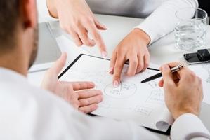 Comment créer son entreprise, seul ou avec l'aide de professionnels ?