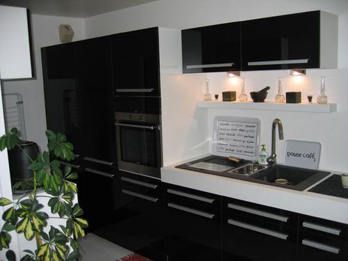 Photo le guide de la cuisine mobilier contemporain placards noirs - Mobilier design contemporain cuisine ...