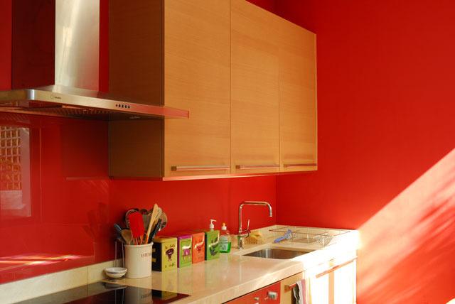 Peintures rouges choix de la couleur conseils d co ooreka - Cuisine rouge peinture mur ...