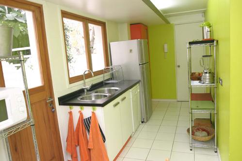 photo le guide de la cuisine cuisine avec mur anis. Black Bedroom Furniture Sets. Home Design Ideas