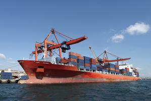 Déménagement en bateau grâce à des containers
