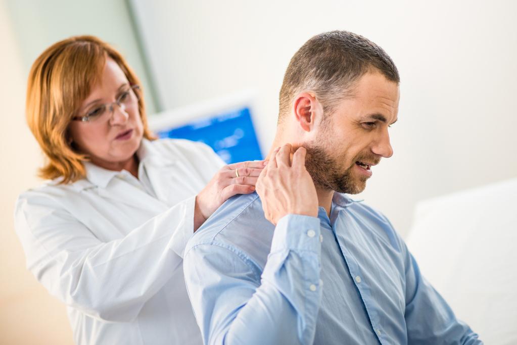 La faiblesse dans le corps et la douleur dans le cou