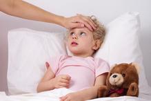 Enfant lit nounours fievre