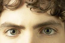Jeune homme yeux verts