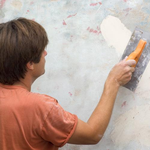 Enduire un tissu mural