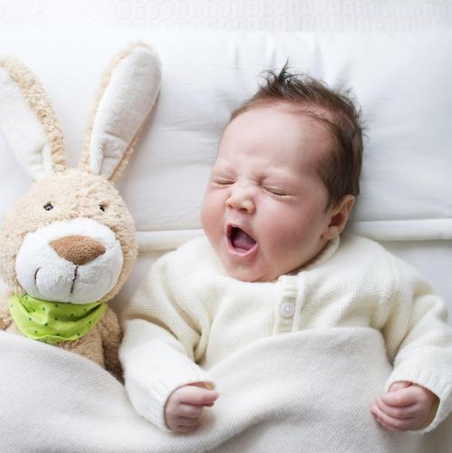 5 formules magiques pour aider b b s 39 endormir sommeil for Orientation lit bebe