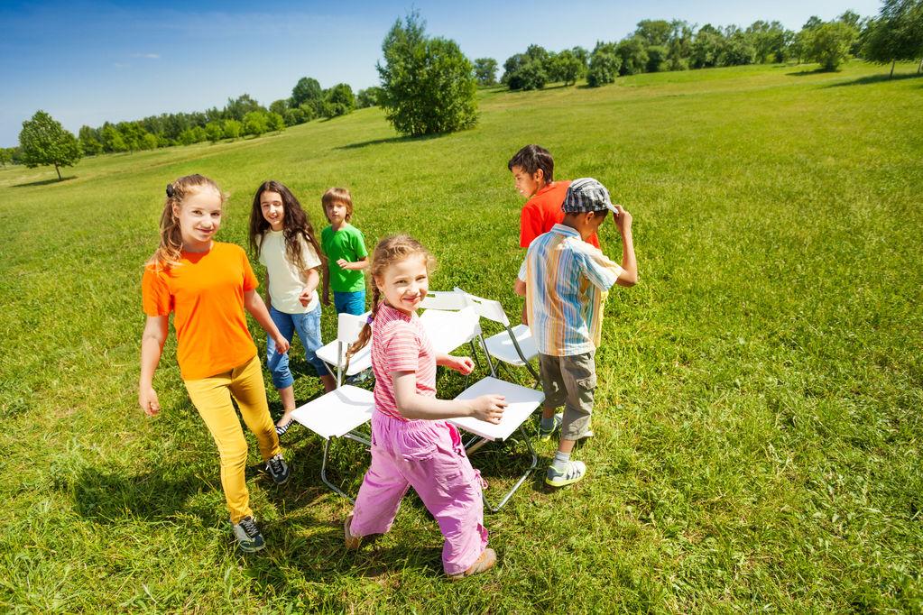 Salon de jardin d 39 enfant crit res de choix et prix ooreka for Au jardin d enfant