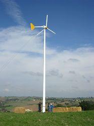 Installation d'une éolienne horizontale dans un champ