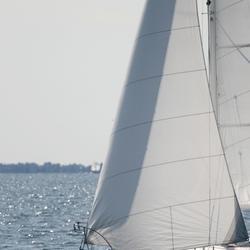 Éolienne pour bateau : caractéristiques et critères de choix
