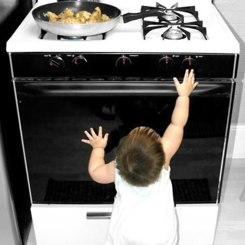 Enfants 6 lieux s curiser chez soi ooreka for Equipement cuisine commercial usage