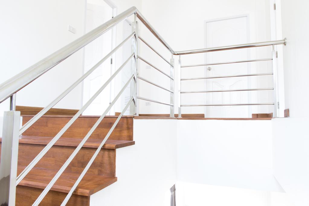main courante d 39 escalier inox atouts installation prix ooreka. Black Bedroom Furniture Sets. Home Design Ideas