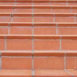 Nez de marche pour escalier en carrelage