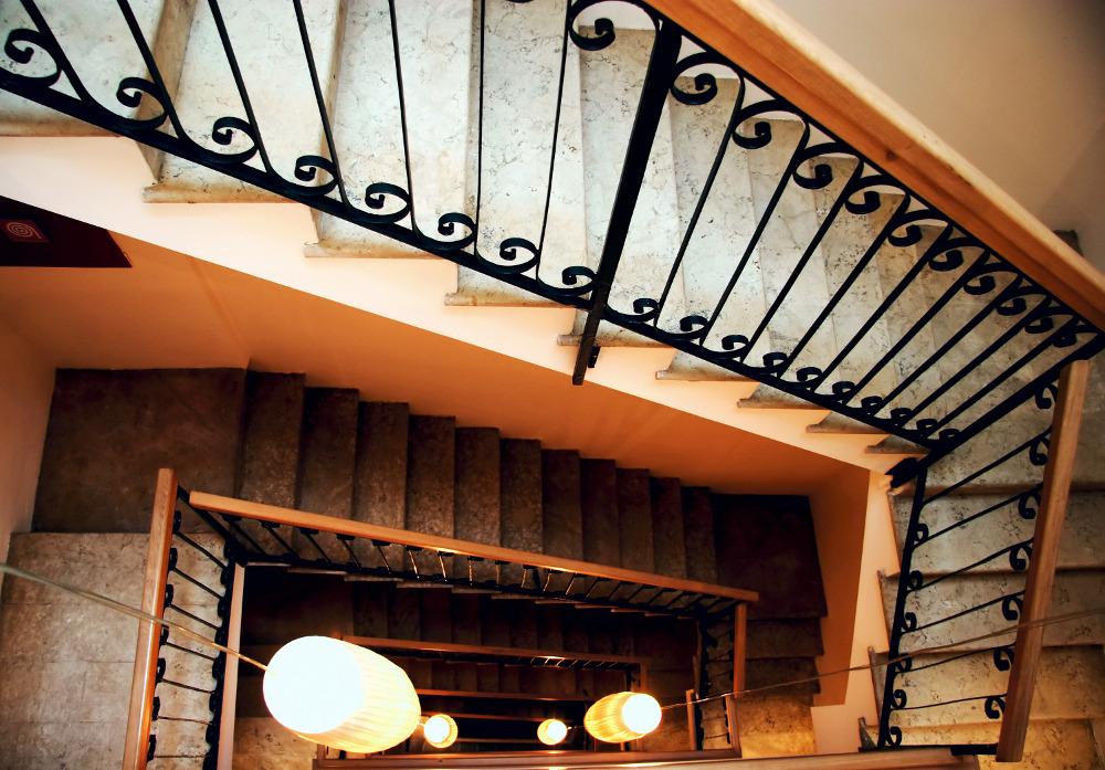 diff rents clairages pour un escalier lumineux. Black Bedroom Furniture Sets. Home Design Ideas