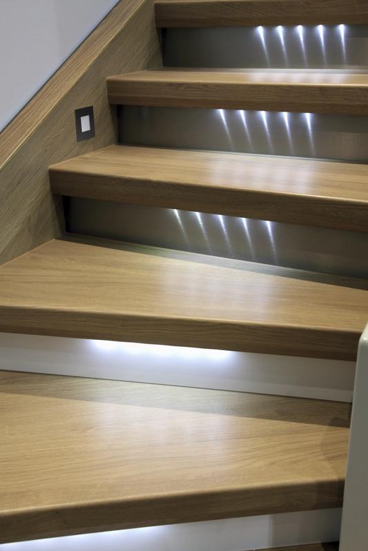 Pour Escalier : Un Éclairage Tendance Et Sécurisé