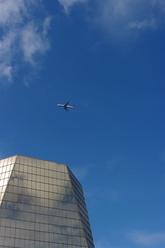 Avion ciel bleu building verre
