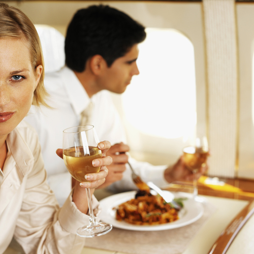 Un repas sera forcément servi dans l'avion : faux