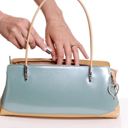 d19384769a Comment teindre un sac en cuir ? Ooreka