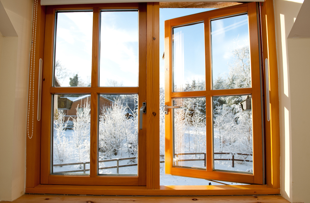 Fen tre en bois double vitrage bon rapport qualit prix ooreka - Fenetre en bois double vitrage ...