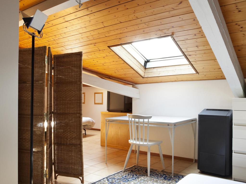 rideaux petite fen tre quels rideaux pour une petite fen tre. Black Bedroom Furniture Sets. Home Design Ideas