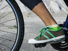 Gros plan derailleur velo roue avant basket