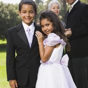 Deux enfants pendant un mariage