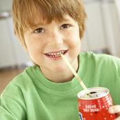Enfant buvant du soda