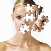 Visage de femme en puzzle