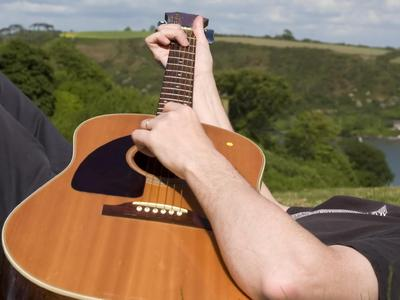 guitare gaucher inverser cordes