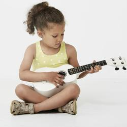 acheter une guitare un enfant ooreka. Black Bedroom Furniture Sets. Home Design Ideas