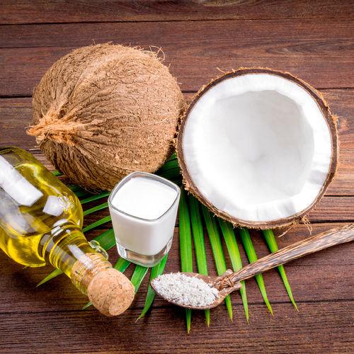 Préparer et appliquer un masque au lait de coco pour les cheveux