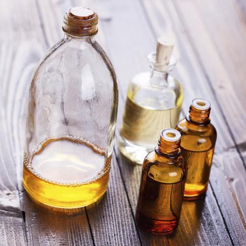 pr parer et utiliser une huile de soin pour cheveux secs soin du corps. Black Bedroom Furniture Sets. Home Design Ideas