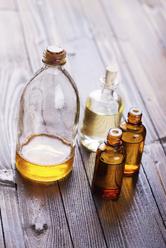 Plusieurs bouteilles d'huiles cosmétiques