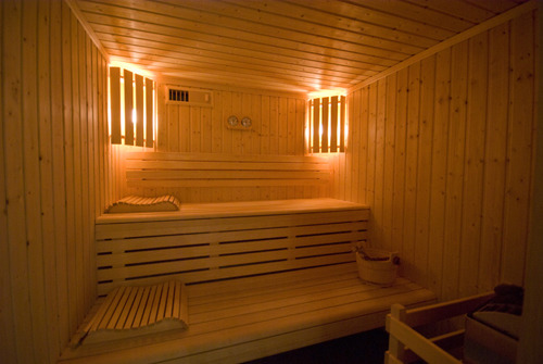 sauna qui peut pratiquer le sauna. Black Bedroom Furniture Sets. Home Design Ideas